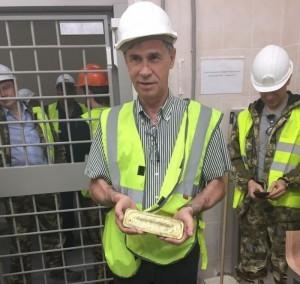 Первое золото в руках строителей